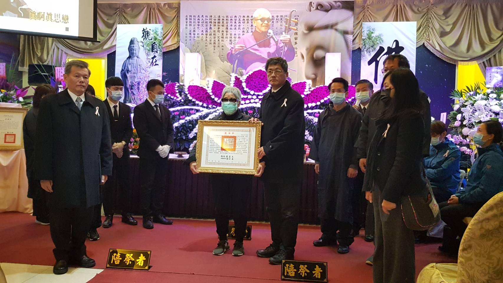 國寶客家山歌大師徐木珍追思會 楊長鎮代表頒發總統褒揚令